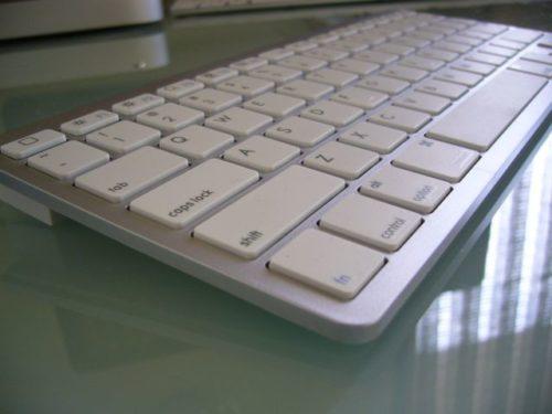 アップルワイヤレスキーボードにそっくりなキーボード(Bluetooth)