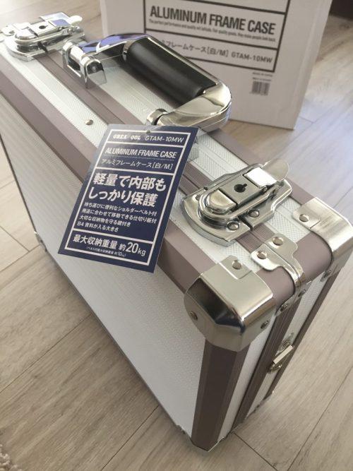 「テプラ」PRO SR970に最適な周辺機器やテープも入るカッコいいアルミのケース。