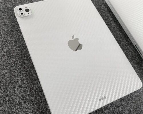 おしゃれ!白 MacBook Pro 完成しました。キーボードもトラックパッドもホワイトにリメイク!(Retina13 2015 Early)